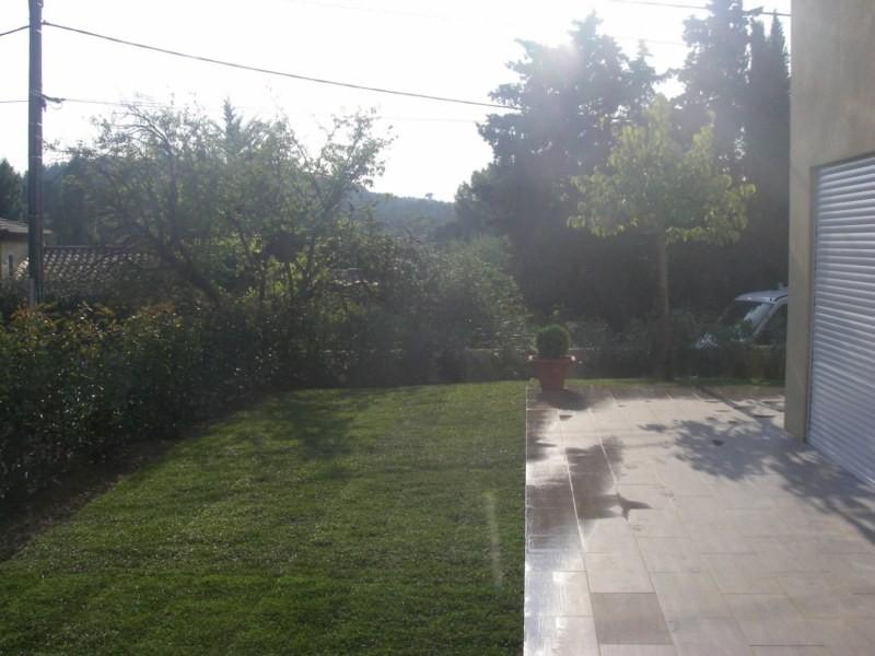 cr ation d 39 un jardin pour un particulier sur bouc bel air paysagiste aix en provence. Black Bedroom Furniture Sets. Home Design Ideas